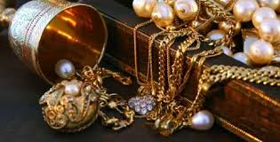 Antique Jewelry: Increasing Popularity and Enhancing Shiny Look