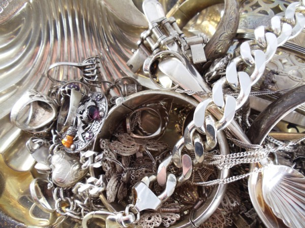 How Ultrasonic Silver Cleaner Helps Clean Silver Jewelry
